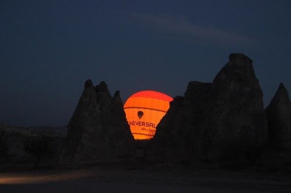 Kapadokya'da balonlar güneşin doğuşu için havalandı 1