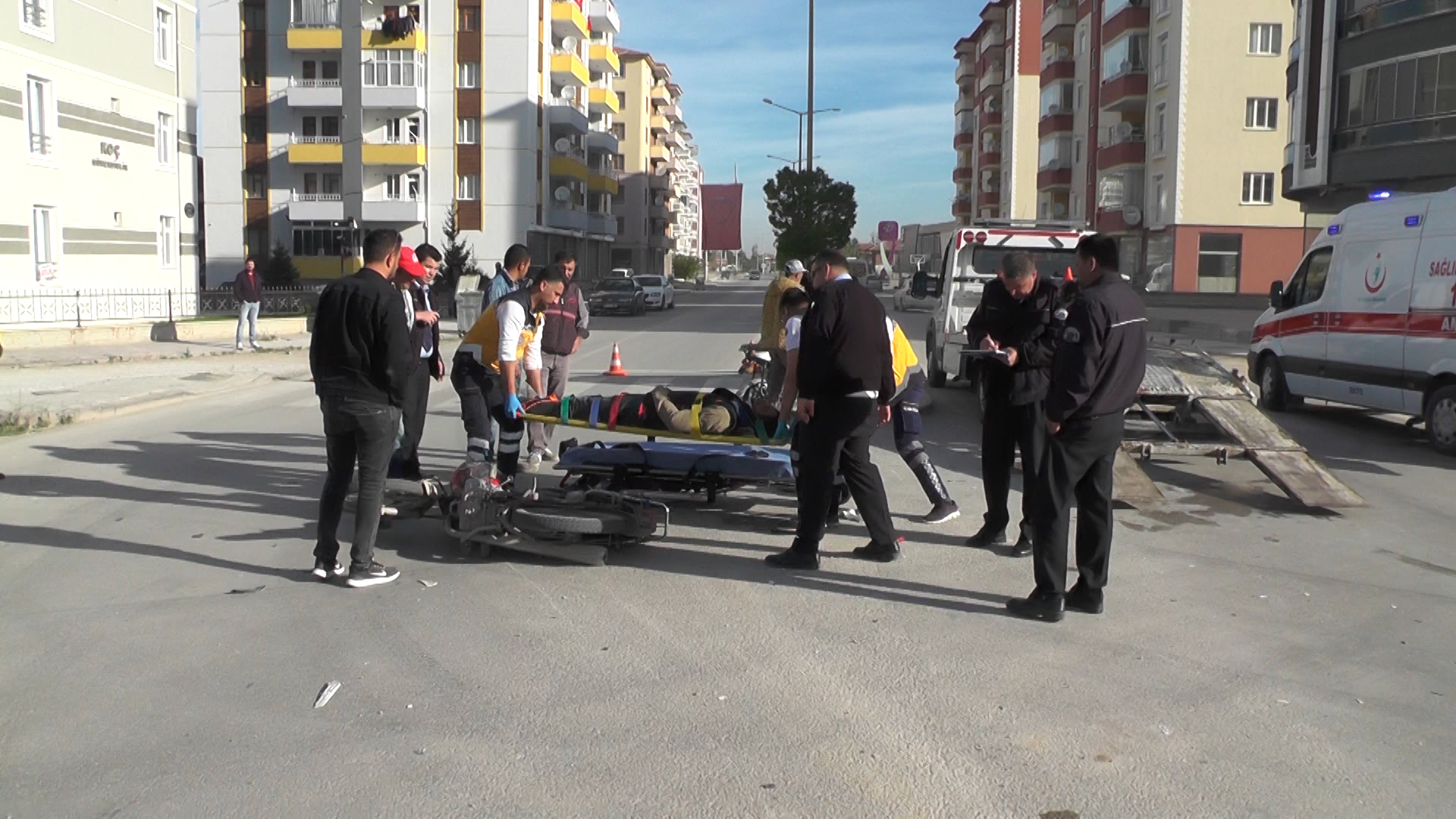 Motosiklet İle Elektrikli Bisiklet Çarpıştı: 2 Yaralı