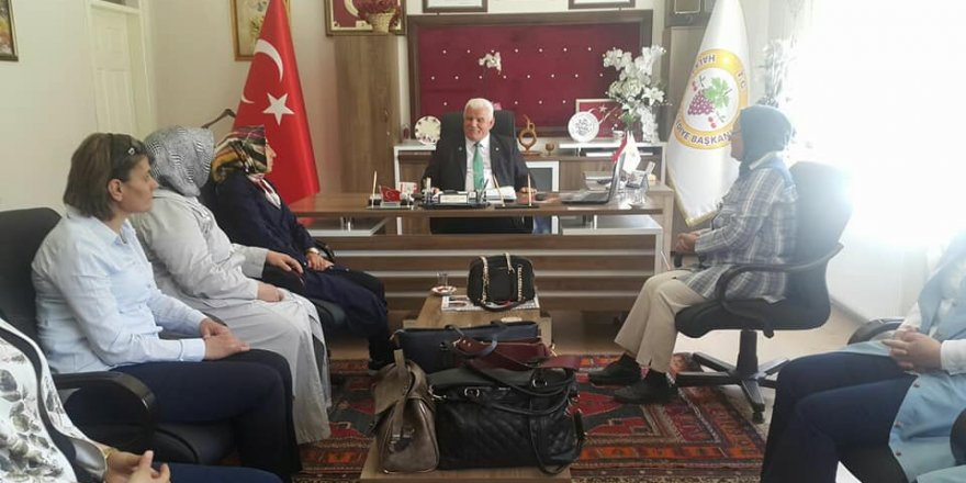 AK Parti Kadın Kolların dan Başkan Vardar'a Ziyaret
