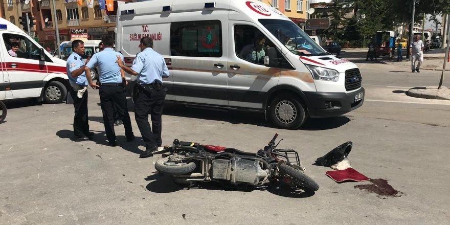 Motosiklet, elektrikli bisiklete çarptı: 3 ağır yaralı