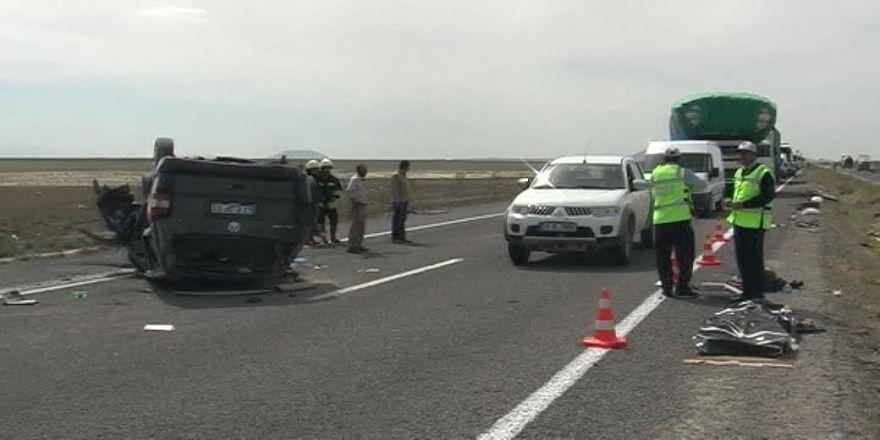 Otomobil Takla Attı 1 Ölü, 2 Yaralı