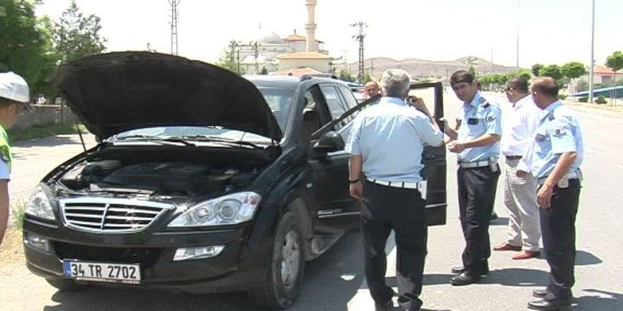 Sahte Ehliyetli, Araba ve Plaka Hırsızı Aracı Terk Edip Kaçtı!..