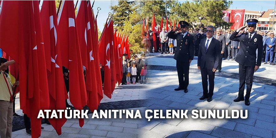ATATÜRK ANITI'NA ÇELENK SUNULDU