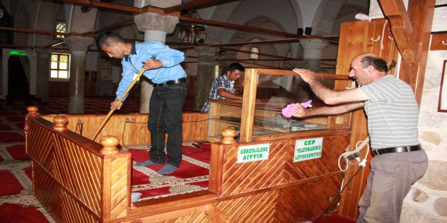 Ramazan'da Camiler Pırıl Pırıl Olacak