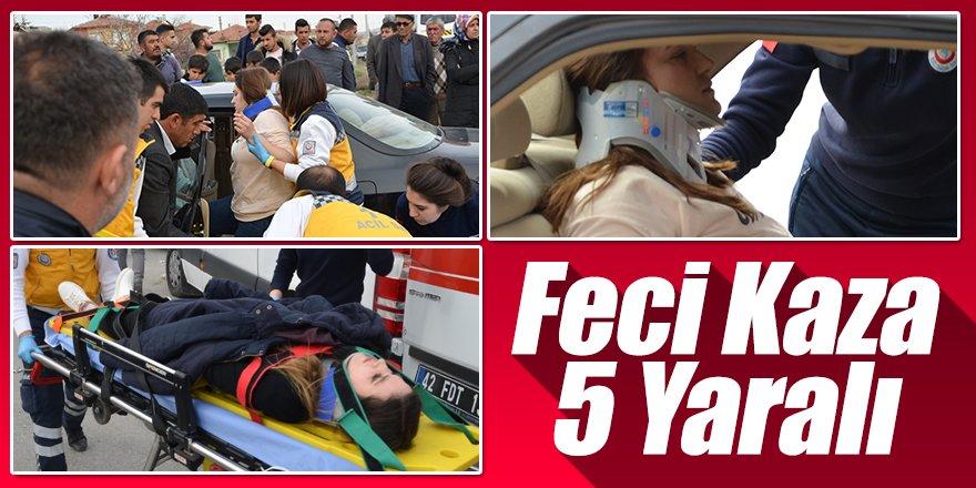 Hafif Ticari Araç İle Otomobil Çarpıştı; 5 Yaralı
