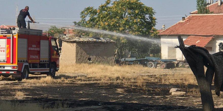 Ot yangını evlere sıçramadan söndürüldü