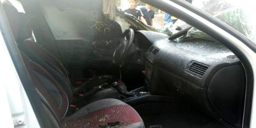 Patlayan telefon otomobil yaktı