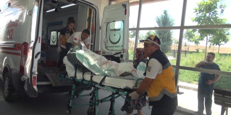 Aracılar bıçaklandı 2 yaralı