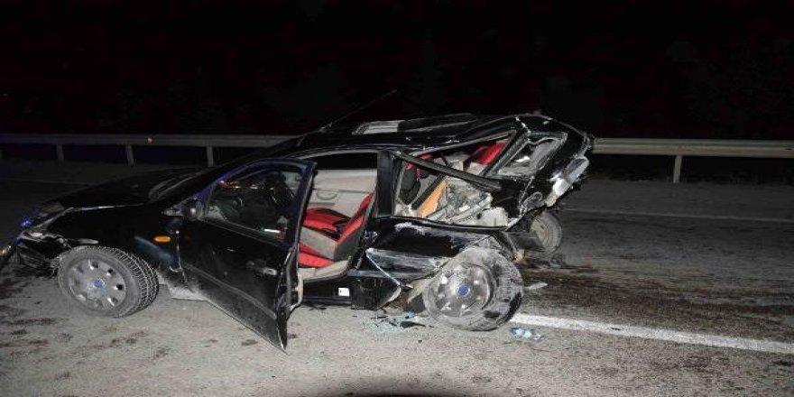 Otomobil otomobile çarptıı: 8 yaralı