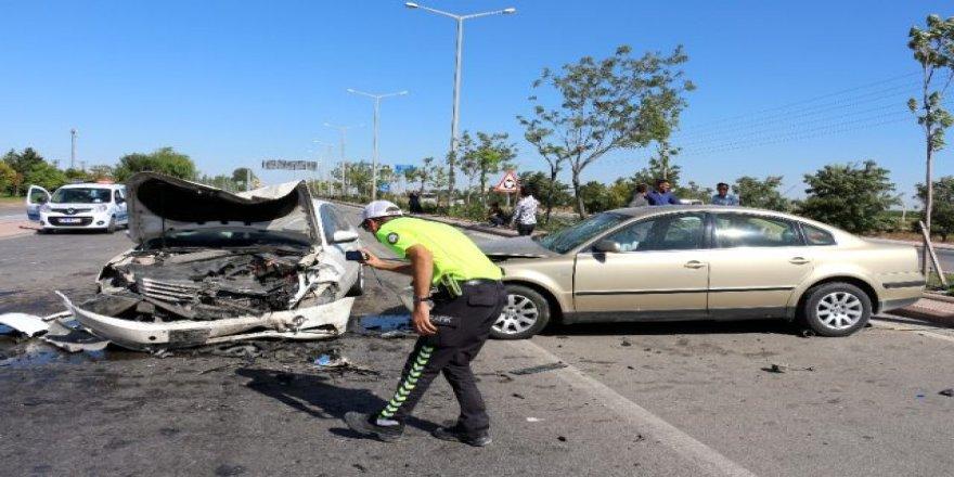 Otomobil, Karşı şeride geçti  7 yaralı