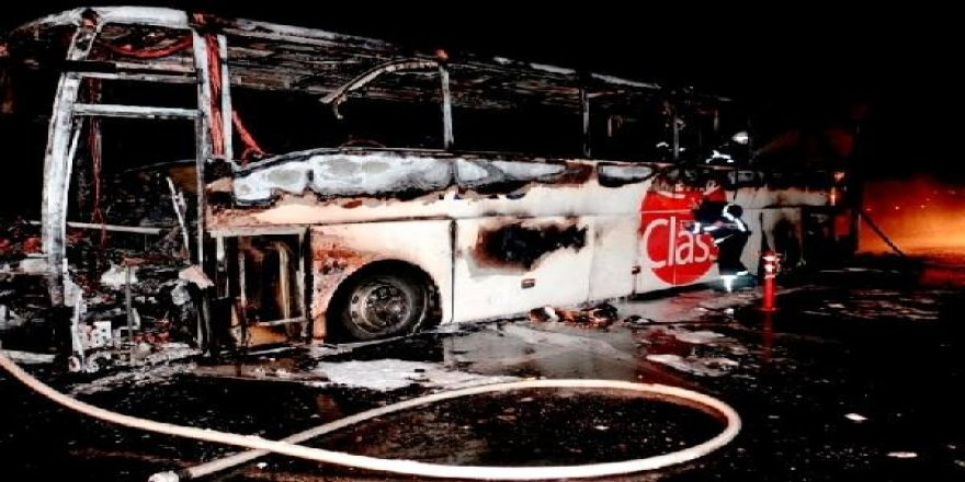 Otobüs küle döndü:son anda kurtuldular