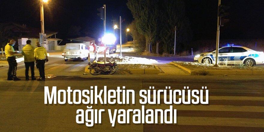Otomobille çarpışan motosikletin sürücüsü ağır yaralandı.