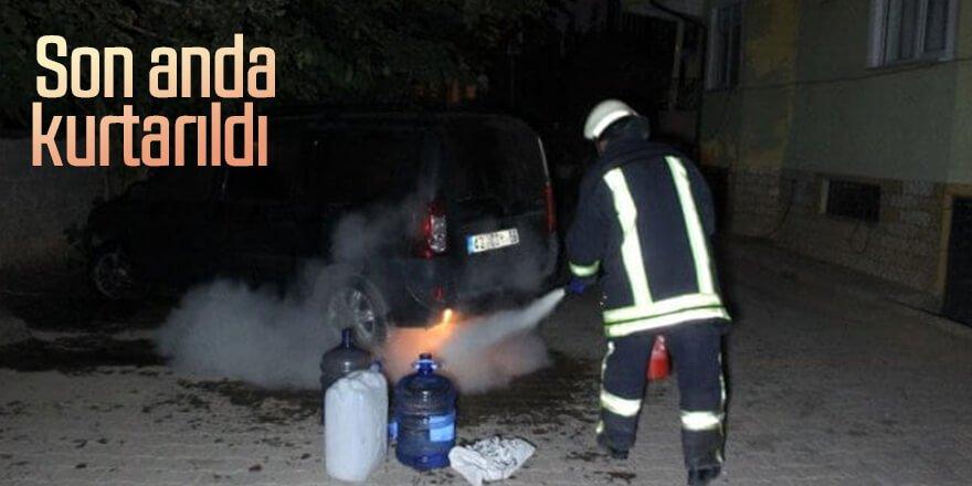Alev alan araç yanmaktan son anda kurtarıldı