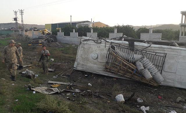Tarım işçilerini taşıyan midibüsle TIR çarpıştı: 20 yaralı