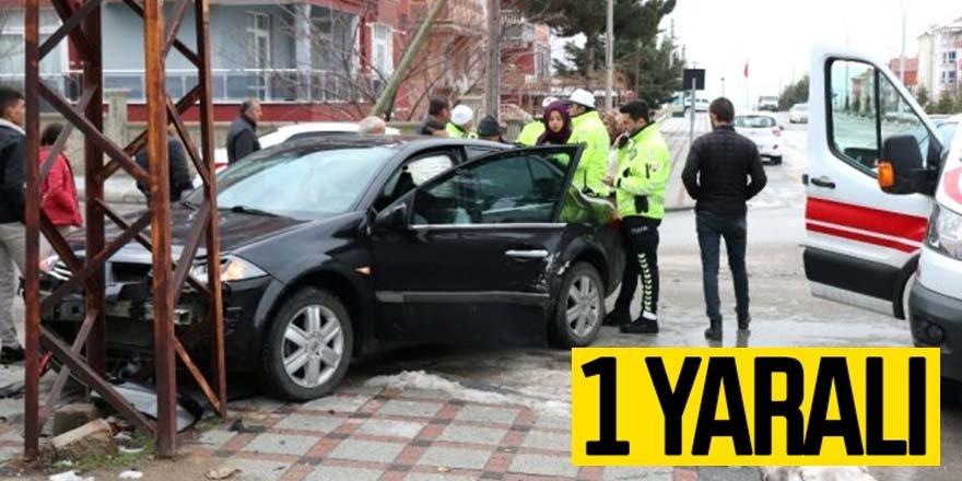 Otomobille hafif ticari araç çarpıştı: 1 yaralı