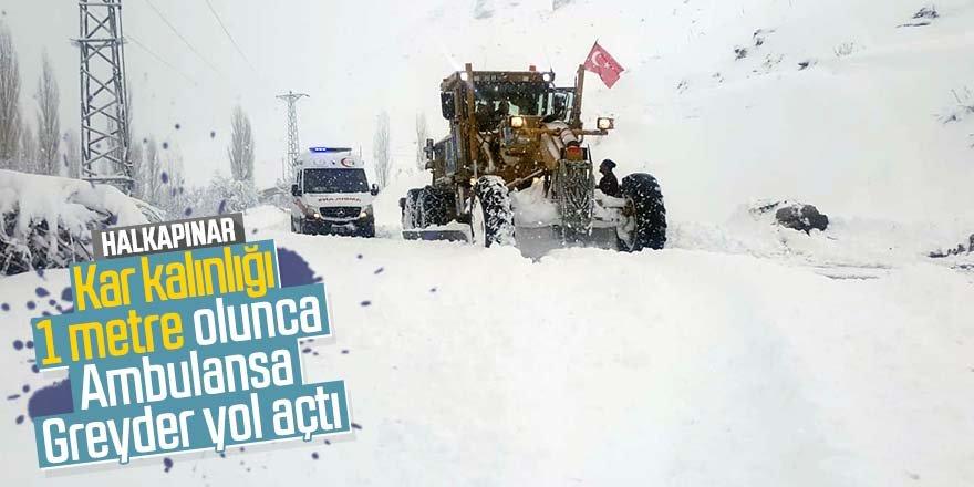 Kar yolları kapattı, 112 ekipleri hastaya Greyder eşliğinde ulaştı