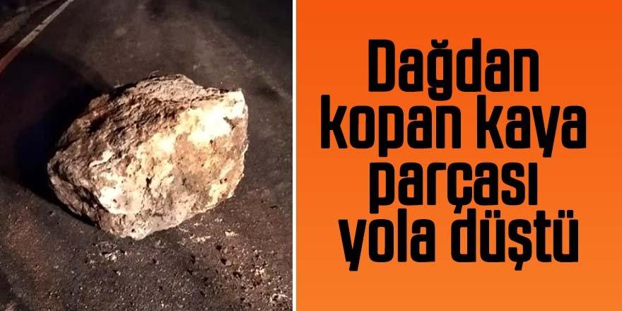 Dağdan kopan kaya parçası yola düştü
