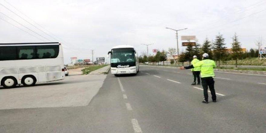 Azerbaycan'dan gelen 299 kişi, Niğde'de yurda yerleştirildi