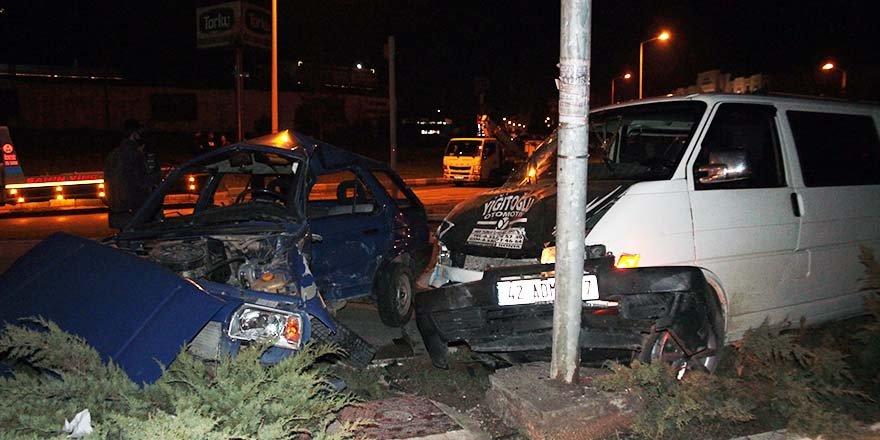 Otomobille kamyonet çarpıştı: 1 ölü, 4 yaralı
