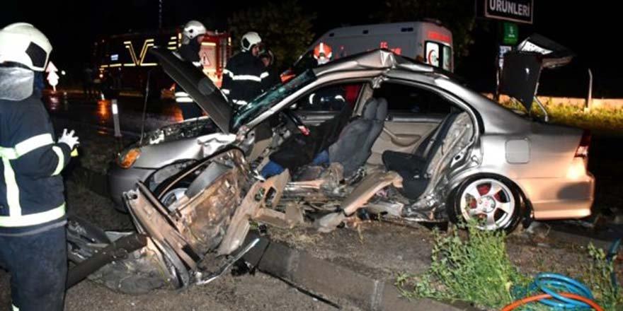 Otomobiller çarpıştı 1 ölü, 3 yaralı
