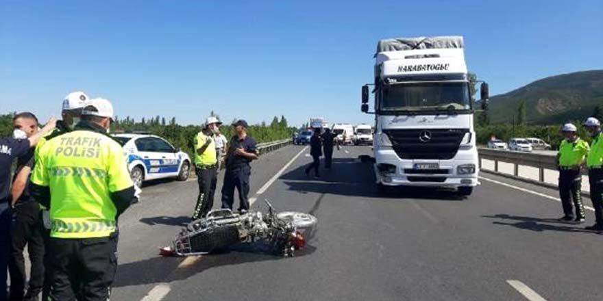 TIR'ın çarptığı motosikletteki çift yaşamını yitirdi.
