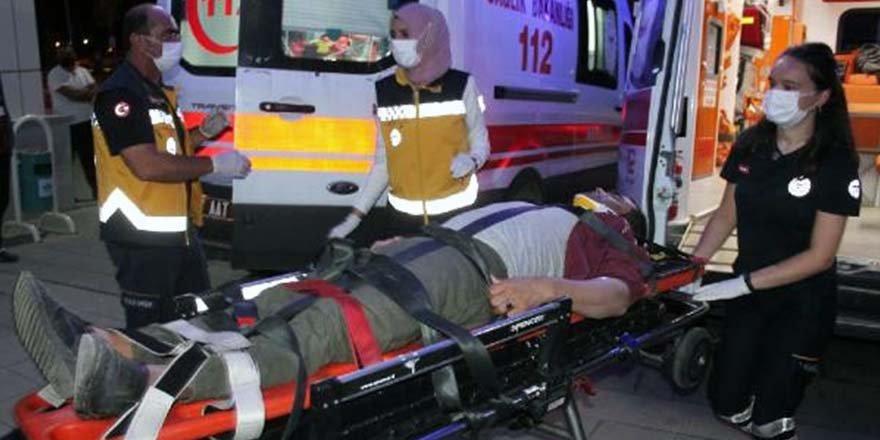 İşçi servisi ile otomobil çarpıştı: 6 yaralı