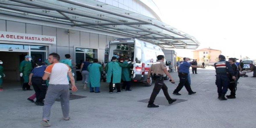 Husumetli 2 aile arasında silahlı kavga: 2 ölü, 5 yaralı