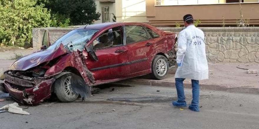 Otomobilin çarptığı baba ve oğul hayatını kaybetti