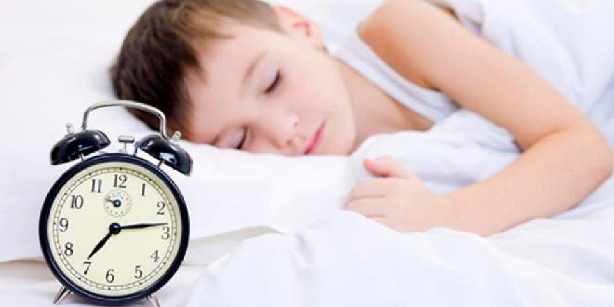 Okul başladığında erken uyuması için çocuğa baskı yapılmamalı