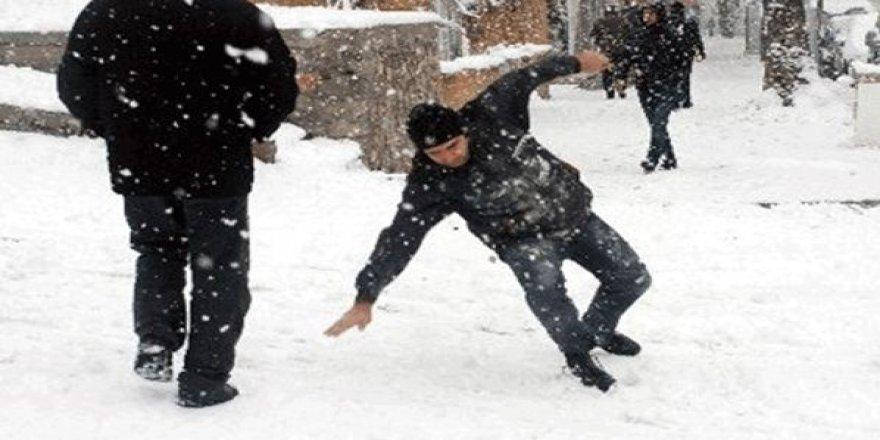 Karlı zeminde sokakta yürürken dikkat edilmesi gerekenler