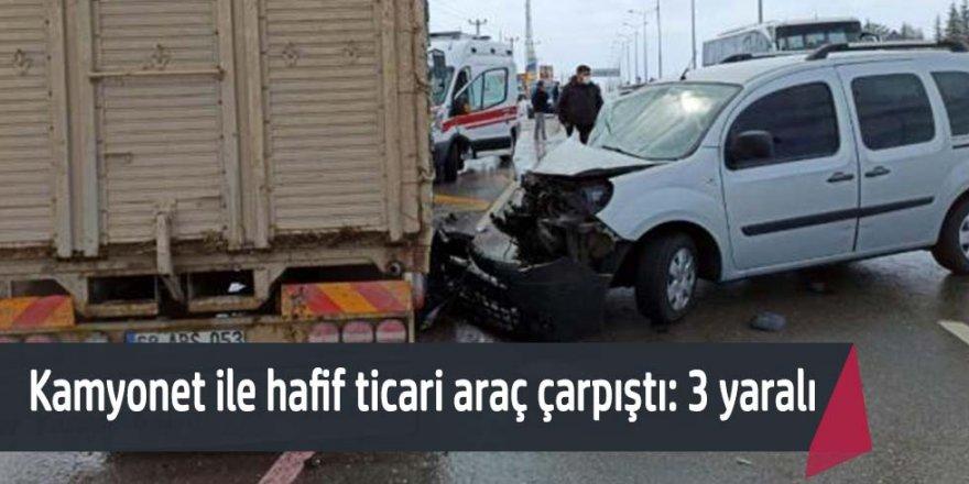 Hafif ticari araçla kamyonet çarpıştı: 3 yaralı