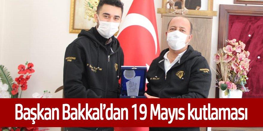 Bakkal'dan 19 Mayıs kutlaması