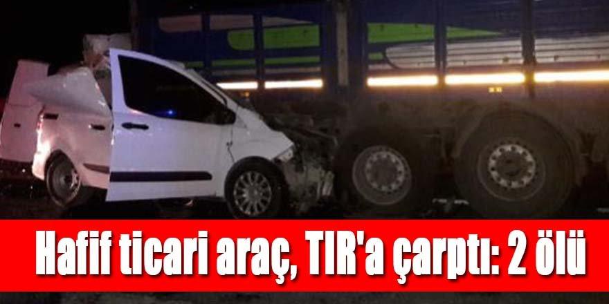 Hafif ticari araç, TIR'a çarptı: 2 ölü