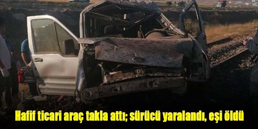 Hafif ticari araç takla attı; sürücü yaralandı, eşi öldü