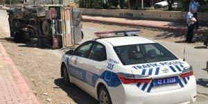 Devrilen Süt Tankerinin Sürücüsü Yaralandı