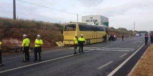 Otobüs ile otomobil çarpıştı: 4 ölü 40 yaralı