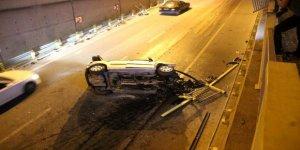 Otomobil alt geçide uçtu: 3 yaralı