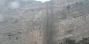 Yağış sonrası kayalıklar şelaleye döndü