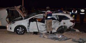 Minibüsle otomobil çarpıştı: 2 ölü, 16 yaralı