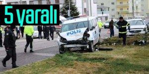 Polis otosu ile otomobil çarpıştı:5yaralı