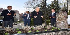 Türkeş ölüm yıldönümünde törensiz anıldı
