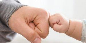 Babanın çocuğa gösterdiği ilgi biyolojik bağdan daha önemli ...