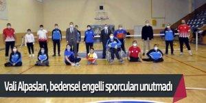 Vali Alpaslan, bedensel engelli sporcularla voleybol oynadı