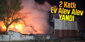 Kazan dairesinde başlayan yangında alevler eve sıçradı