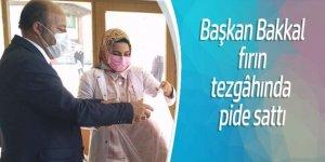 Başkan Bakkal fırın tezgâhında pide satışı yaptı