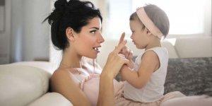 Bebeğiniz kelime yerine işaret dili kullanıyorsa dikkat!